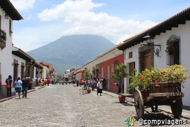 Centro histórico de Antigua e o vulcão Água