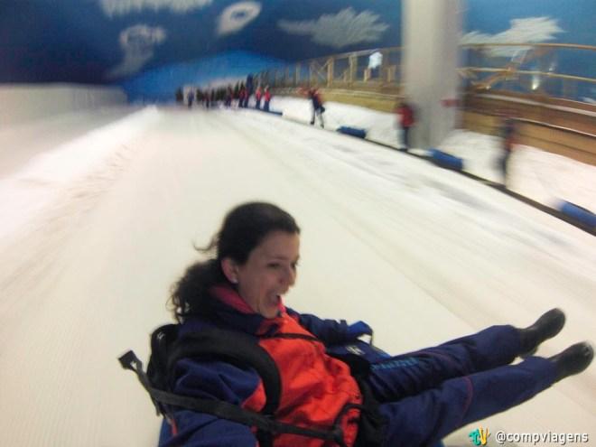 Descendo no tubing do Snowland