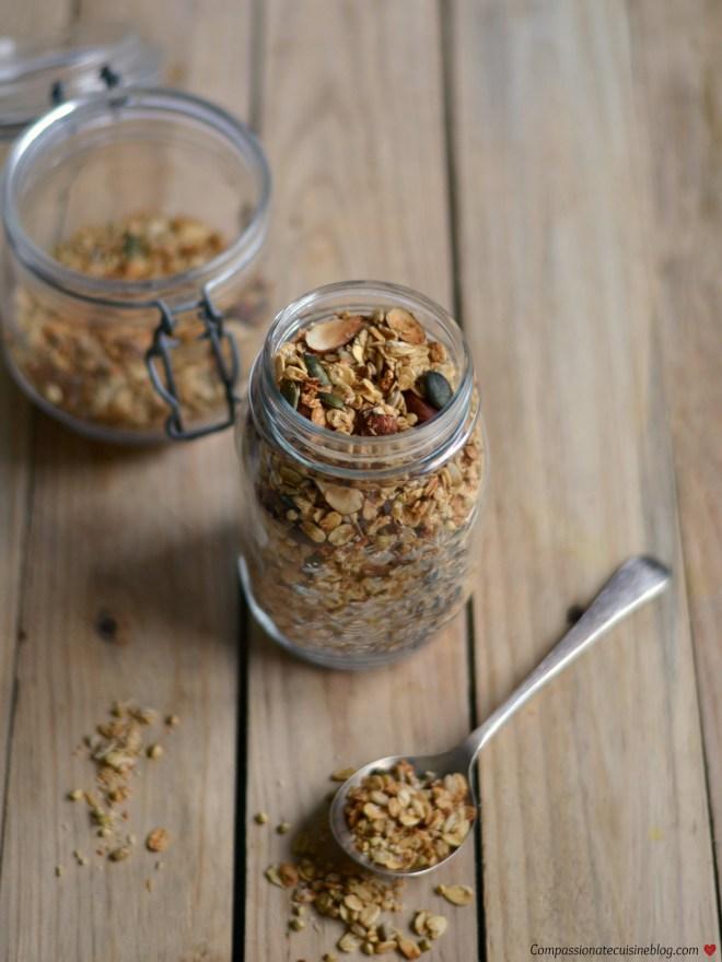 Açaí bowl with buckwheat granola