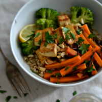 carrot arame salad with tofu, broccoli and brown rice bowl 200 1