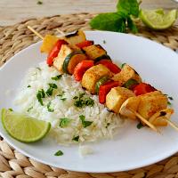 Espetadas de tofu e legumes