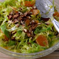 Salada de couve bruxelas e tangerina