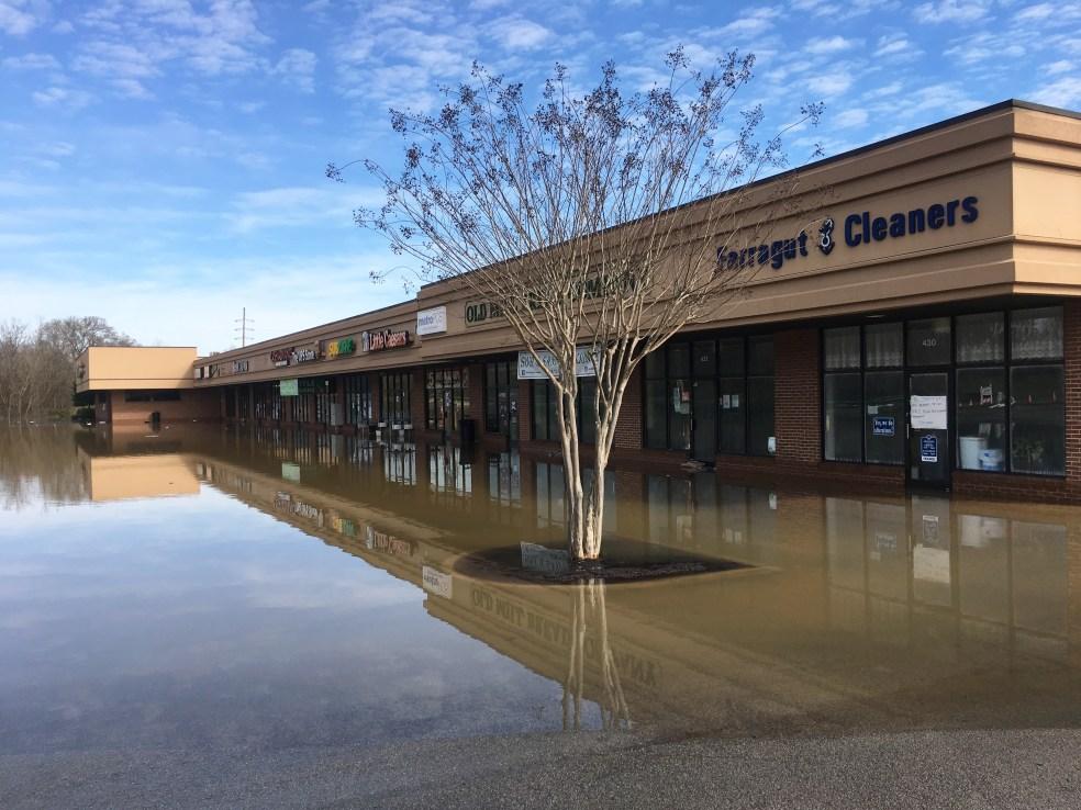 Flooding at Cedar Bluff shopping center