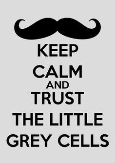 O famoso bigode do detetive belga e sua fé inabalável na ordem e no método.
