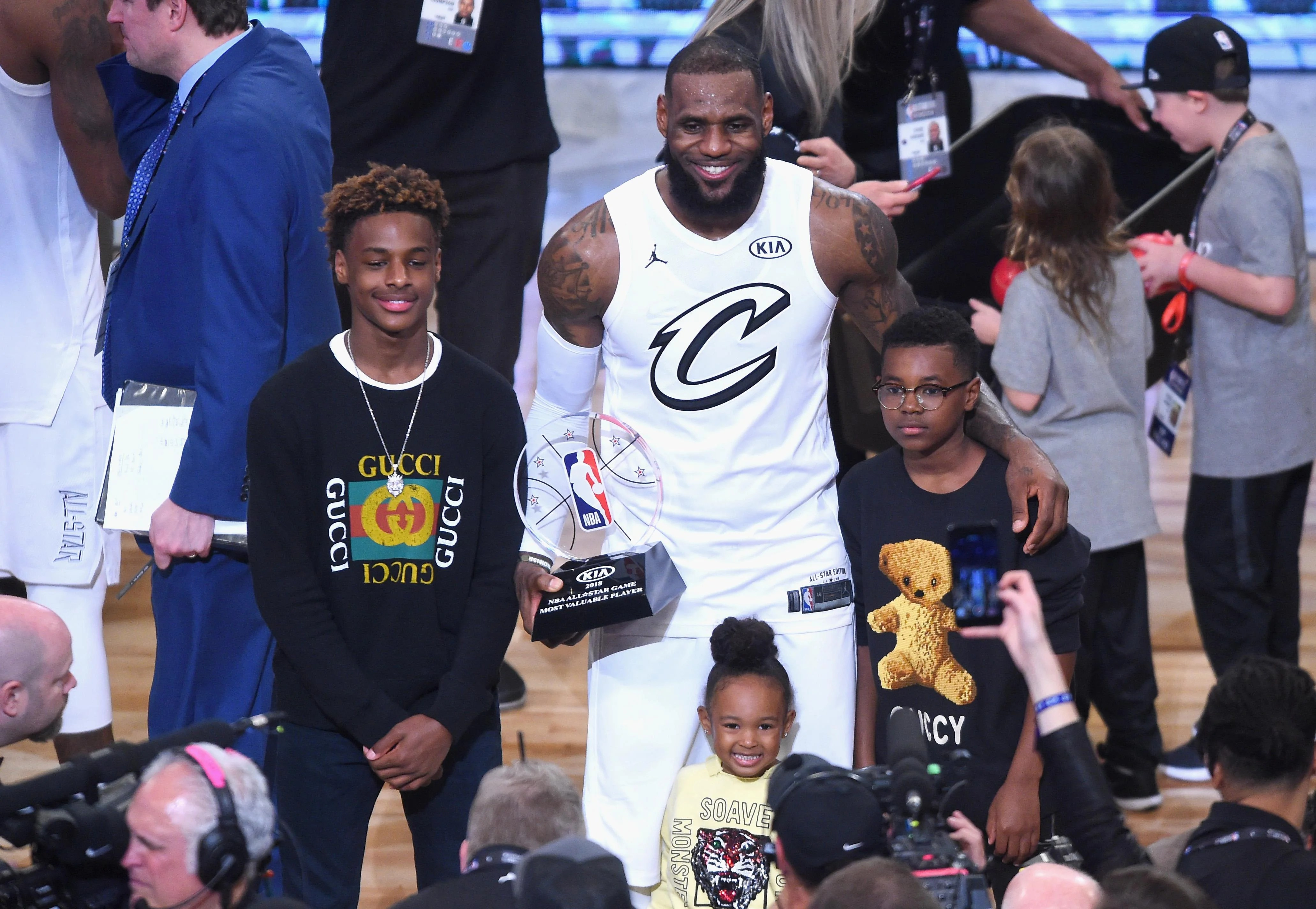 LeBron James' 3-year-old daughter Zhuri is a basketball ...