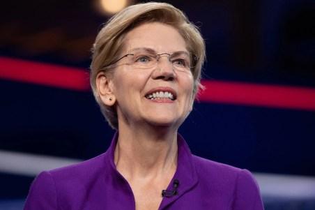 Elizabeth Warren smiling onstage.