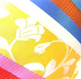 corbata rayas y estampados amarillos
