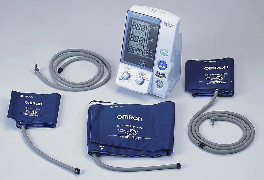 aparato para medir la tension omron