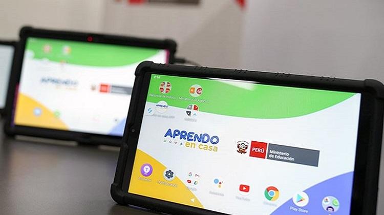 Ministro Benavides anuncia llegada de primer lote de tabletas y en octubre empezará distribución