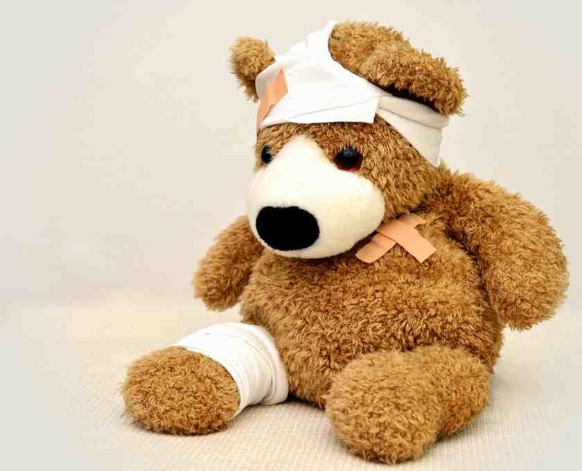 Ours en peluche blessé