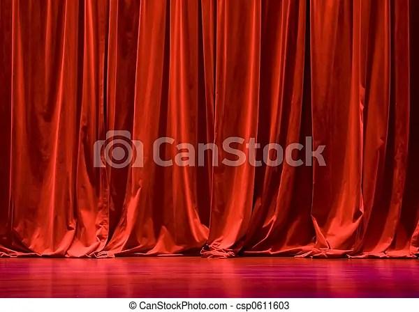 rideaux velours rouges etape