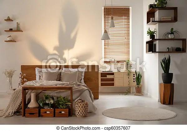 E' di certo l'oggetto più usato per decorare la camera da letto. Reale Mensole Parete Foto Moderno Letto Legno Scatole Sopra Camera Letto Interno Uggia Plants Canstock