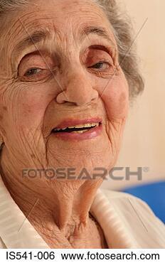 Banque de Photo - sourire,  plus vieux,  femme. fotosearch - recherchez des photos, des images et des cliparts