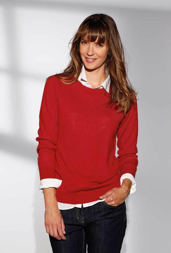 Le pull en maille 50% laine mérinos encolure ronde rouge