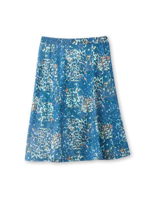 La jupe taille élastiquée JOSETTE. Ceinture élas- tiquée côtés devant et dos pour un style impeccable. Découpes verticales devant et dos. Long. : 68 à 73cm selon les tailles. Maille chaude 95% viscose, 5% élasthanne.