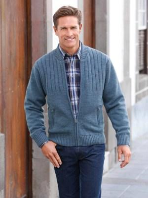 LE GILET en tricot doublée HERVE Motif côtelé devant. 2 poches à glissière en biais. Bords- côtes extensibles aux manches et à l`ourlet. Poche intérieure à bou- ton. 50% laine, 50% acrylique. Doublure : 100% polyester.