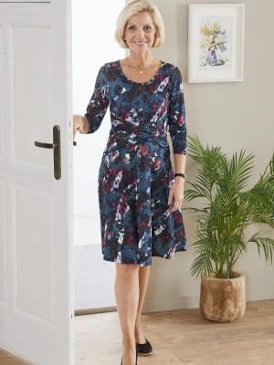 La robe a encolure ronde facile a enfiler