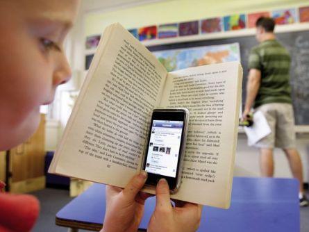 kids using smartphones during class