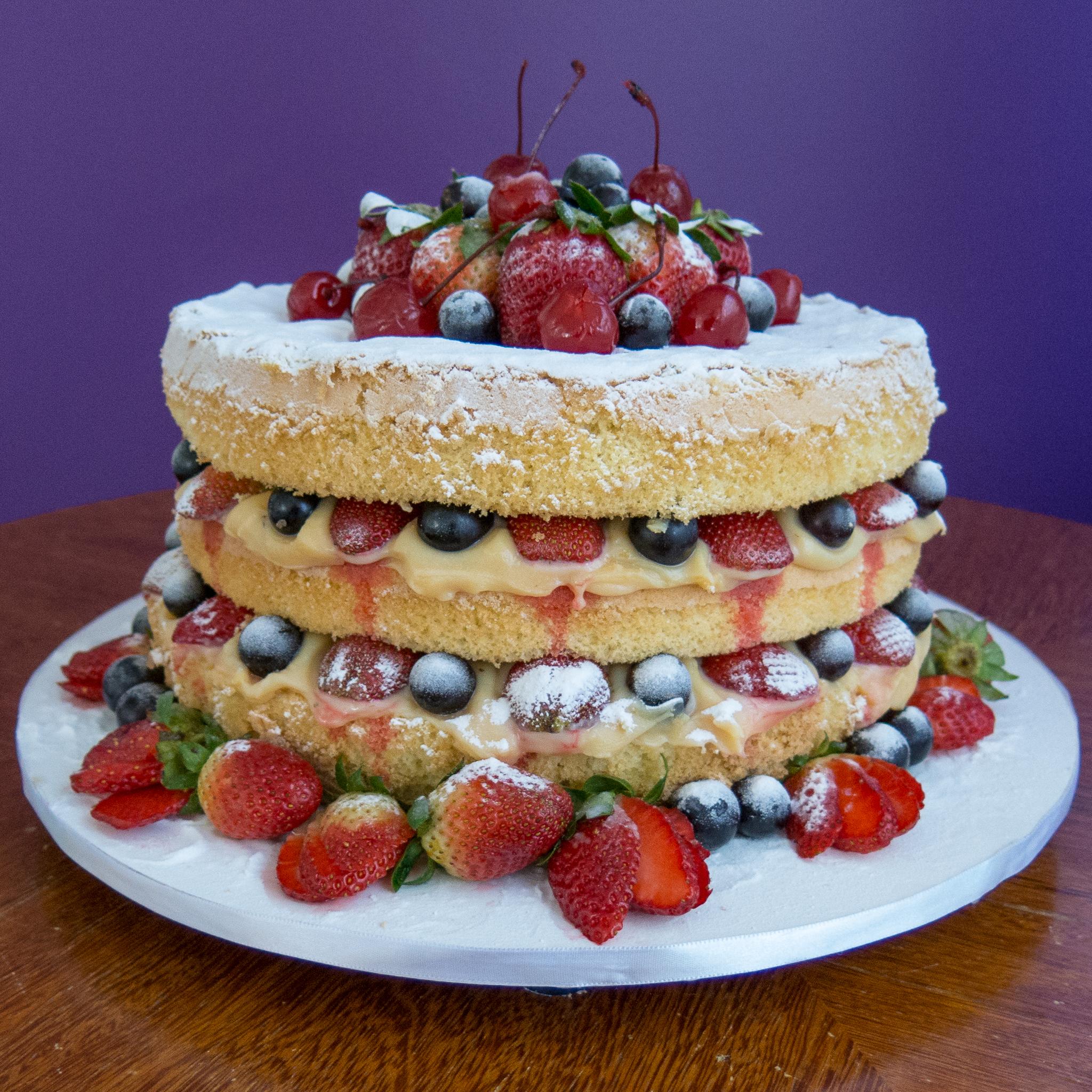 e-Chalotas Confitadas: Naked Cake de Chocolate com Frutas