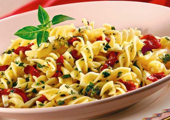 salada-de-macarrao-com-tomate-seco