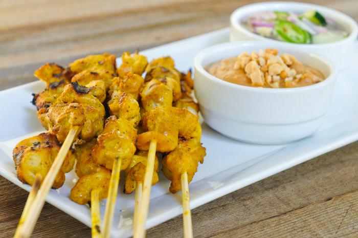 Espetinho de frango tailandês