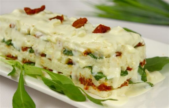 Sanduíche de creme de palmito, rúcula e tomate seco é uma boa pedida para quebrar a rotina no cardápio