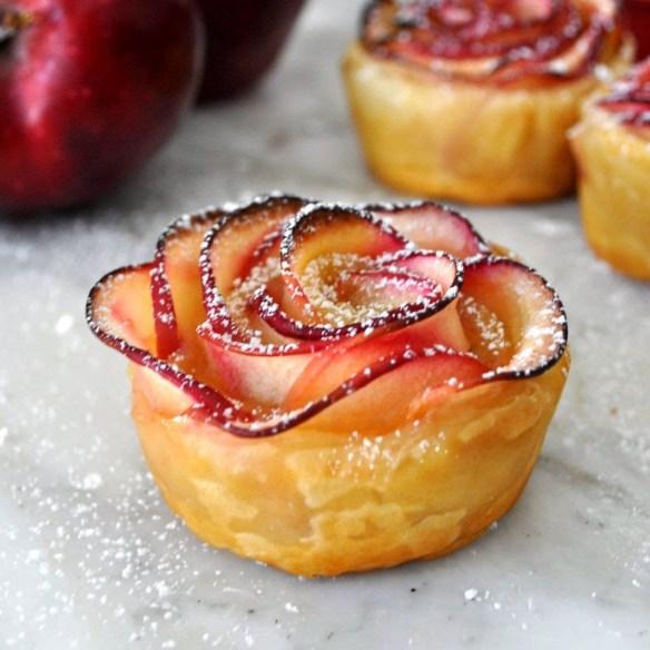tortinhas de maça em forma de rosa