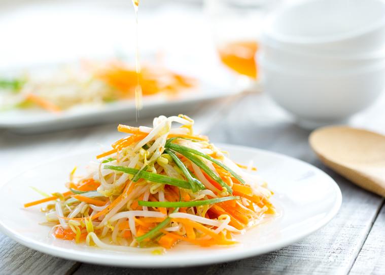 salada de broto de feijão
