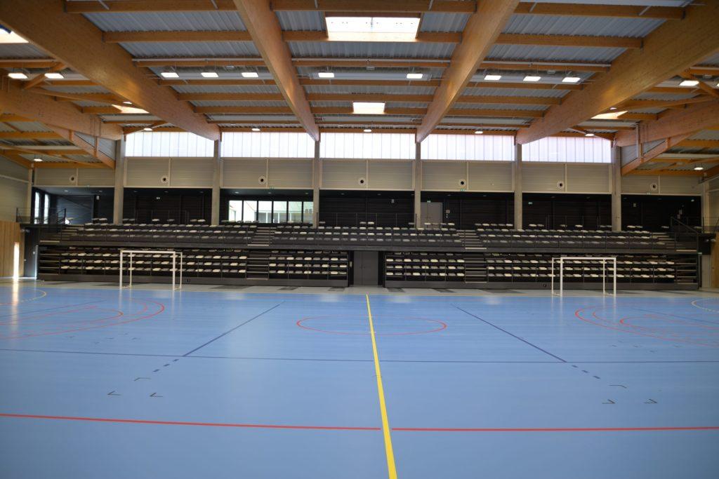 Terrain de handball intérieur du gymnase d'Espalion