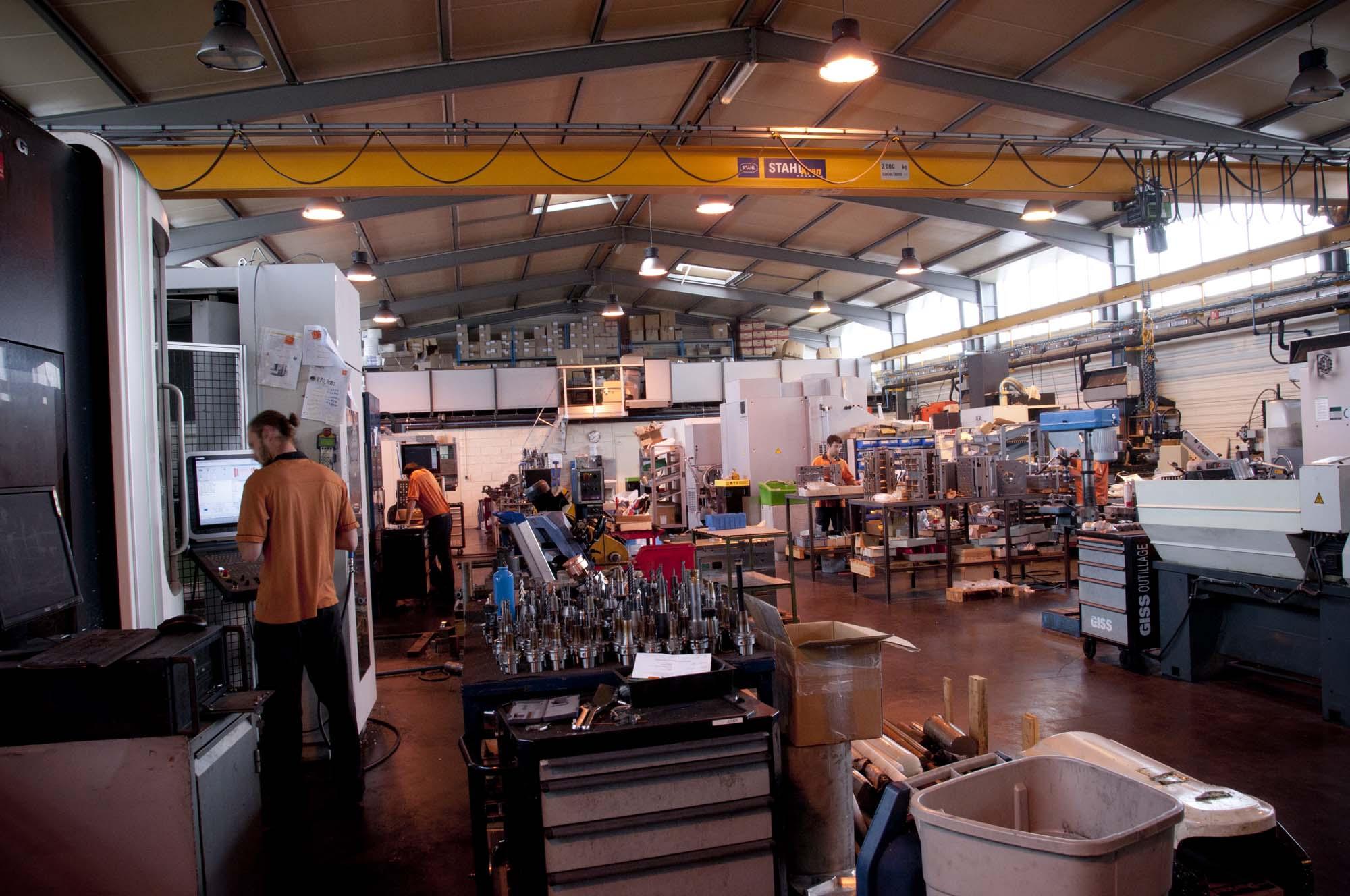 Dans l'atelier d'outillage pour l'injection plastique grimal-lioujas-comtal-lot-truyere-aveyron