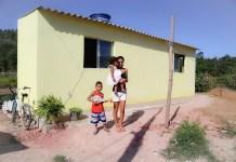 Família recebe casa de voluntários adventistas