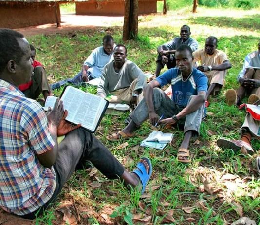Alunos se formam em teologia no Sudão
