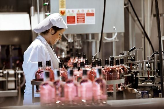 El sistema de embotellado de la ginebra Puerto de Indias.