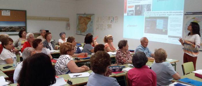 Taller de formación para personas mayores de alfabetización mediática