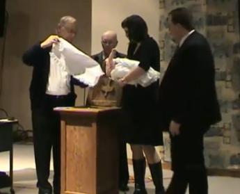 Ceremonia bautismal de un infante