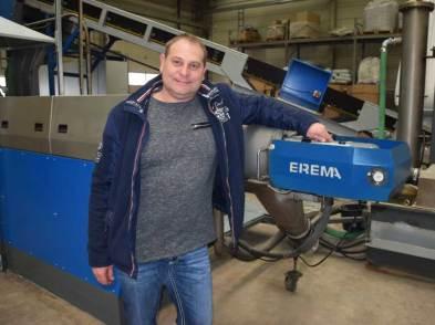 Produktionsleiter Norbert Gunkel vor neuer Recyclinganlage