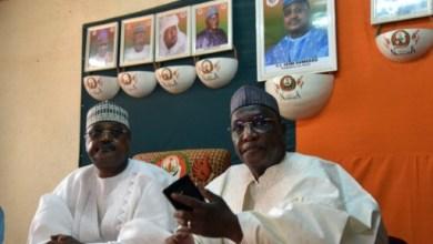 Les leaders de l'opposition, Amadou Boubacar Cissé (d) et Seini Oumarou (g), lors d'une conférence de presse le 23 février 2016 à Niamey   AFP   ISSOUF SANOGO