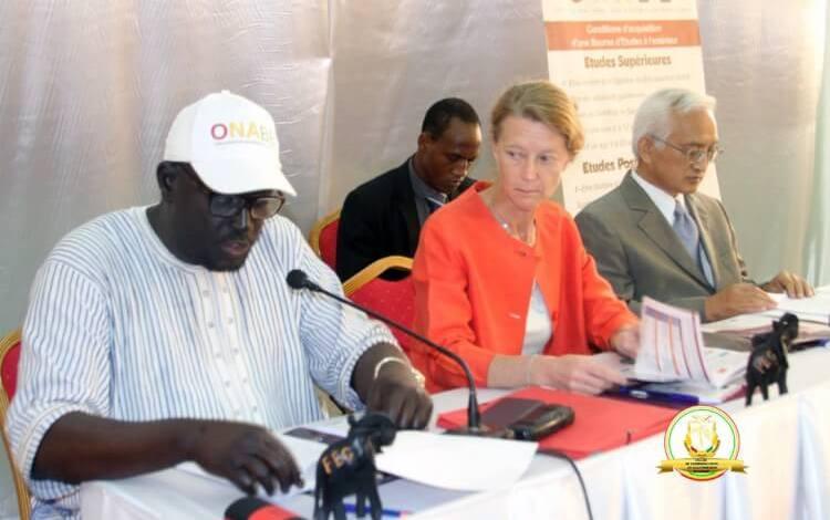 LES BOURSES D'ÉTUDES AU CENTRE D'UN ATELIER AU FORUM DE L'ETUDIANT GUINÉEN