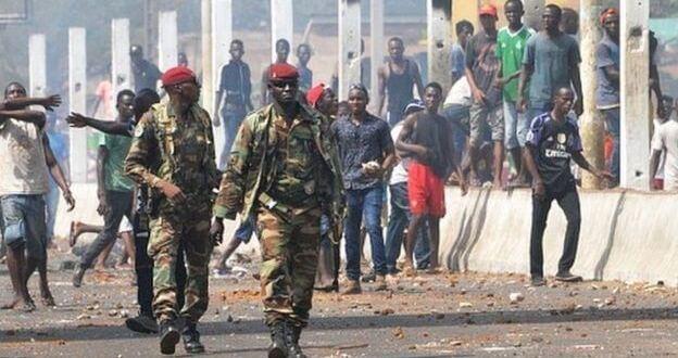 Les gendarmes ont désormais le droit de tirer à vue. Une loi a été votée en ce sens en Guinée