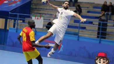 CAN 2020: Le Syli Handball n'a pas été ridicule face à l'Égypte Pour la première journée de la Coupe d'Afrique des Nations Seniors Hommes de Handball dans le groupe A, le Syli Handball de Guinée n'a pas été ridicule face à l'un des pays favoris de cette 24ème CAN de Handball Tunisie 2020. Renforcée par les champions du monde Junior de Handball, l'équipe nationale senior d'Égypte a fourni assez d'énergie pour s'imposer 39 à 22 devant la jeune équipe guinéenne qui découvre pour la première fois la phase finale d'une Coupe d'Afrique des Nations Seniors Hommes de Handball. Malgré cette défaite face à l'Égypte, la Guinée tentera de piéger la République Démocratique du Congo, ce vendredi 17 janvier 2020 à 15h00 temps universel.