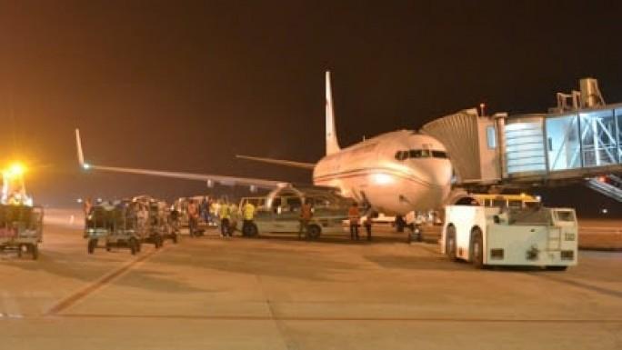avion à l'aeroport de conakry