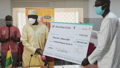 Le Fonds spécial de lutte contre le COVID-19 reçoit un don d'un milliard de Francs Guinéens.
