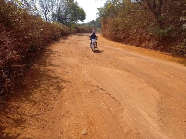 Notre pérégrination dans la Guinée profonde nous fait découvrir l'état d'abandon des pistes rurales