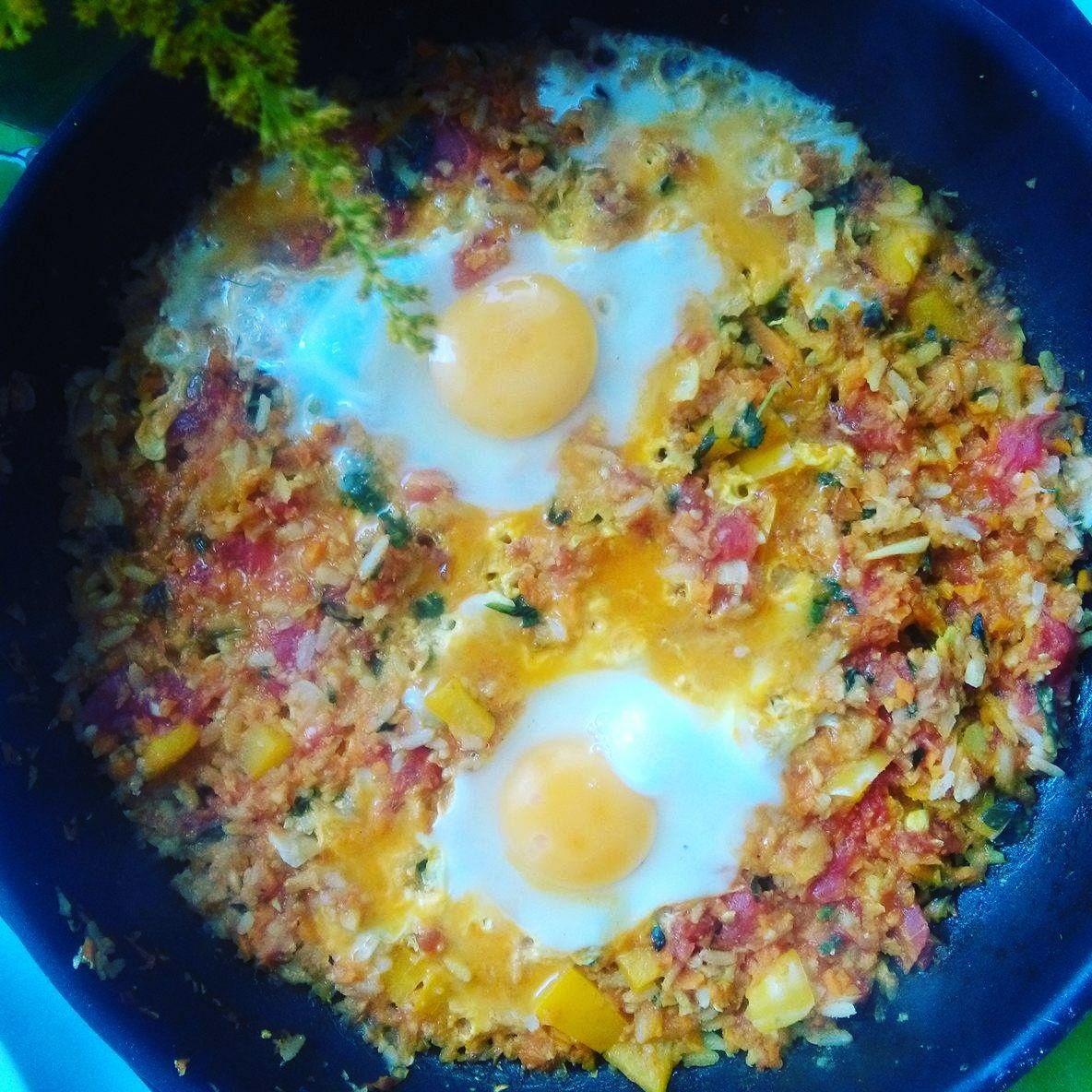 Szakszuka z warzywami na śniadanie