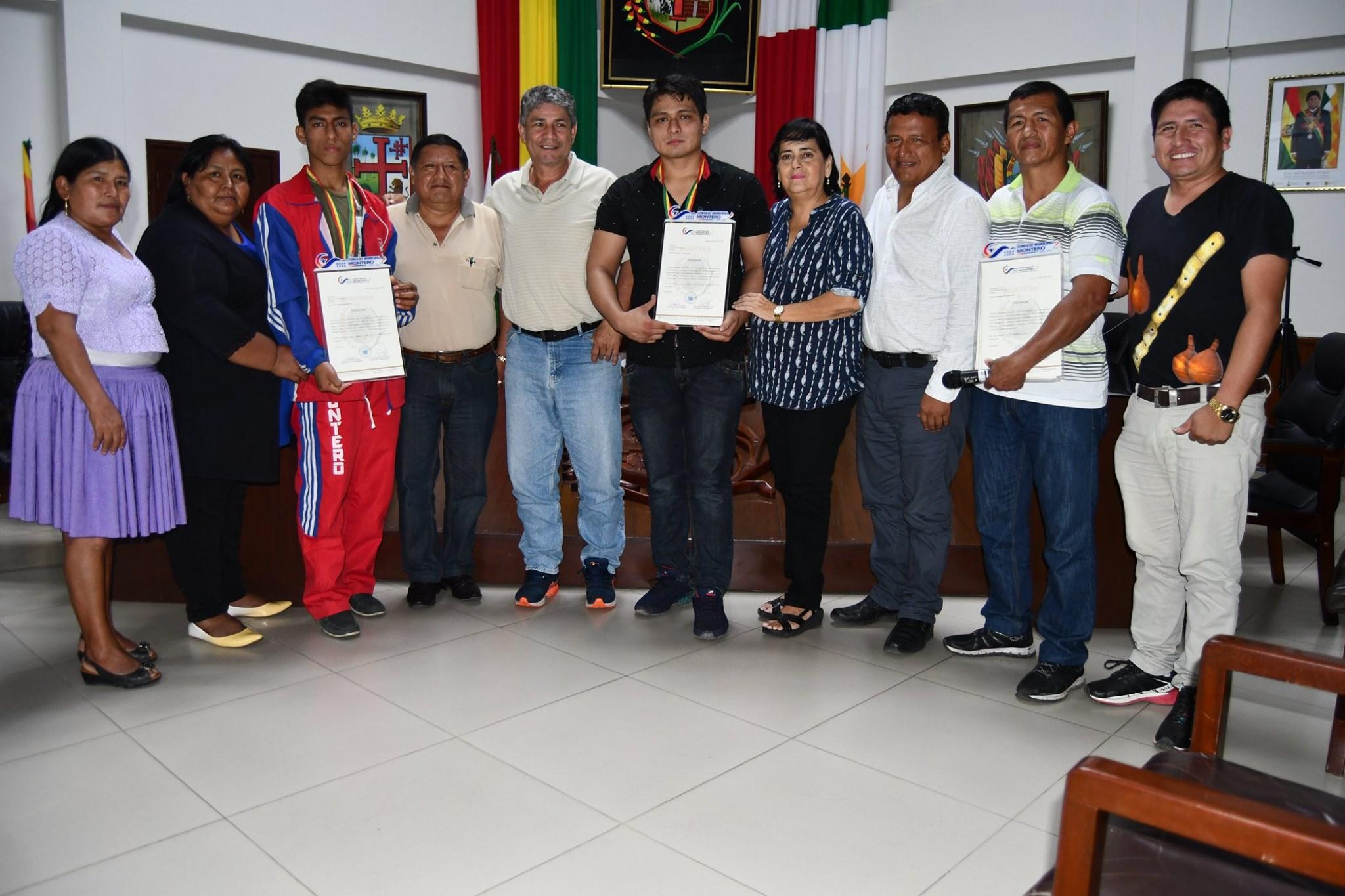 Boxeo Jóvenes montereños boxeadores que representaron a Montero en el campeonato Nacional desarrollado en Tarija son reconocidos por el Concejo.