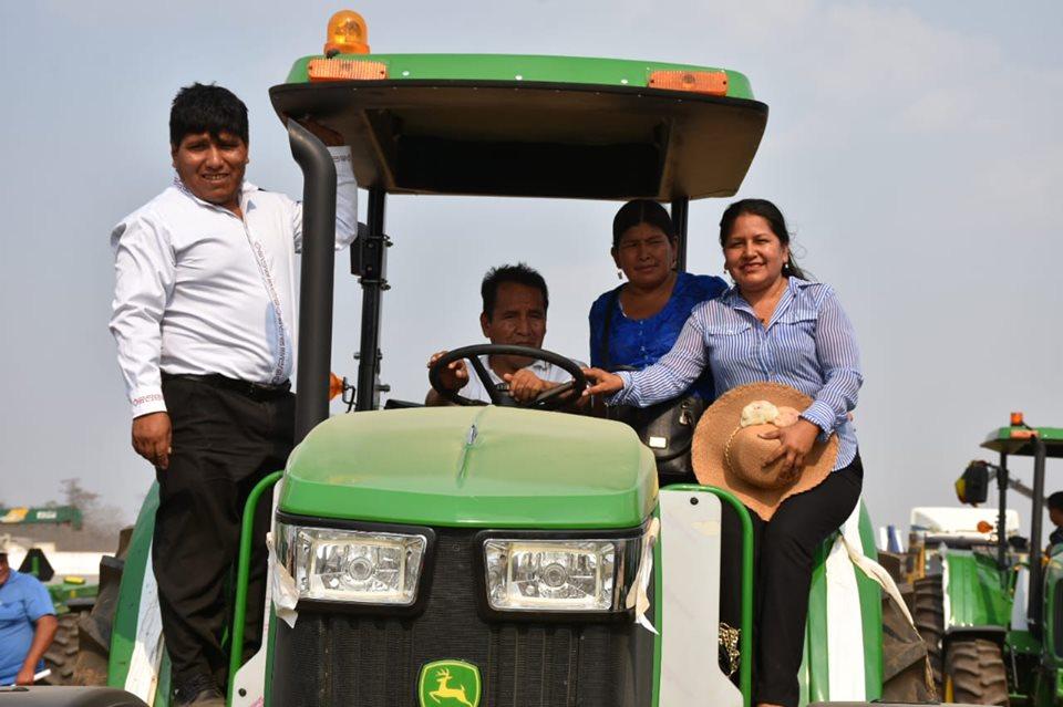 Presidente Morales entrega Maquinarias para Montero.