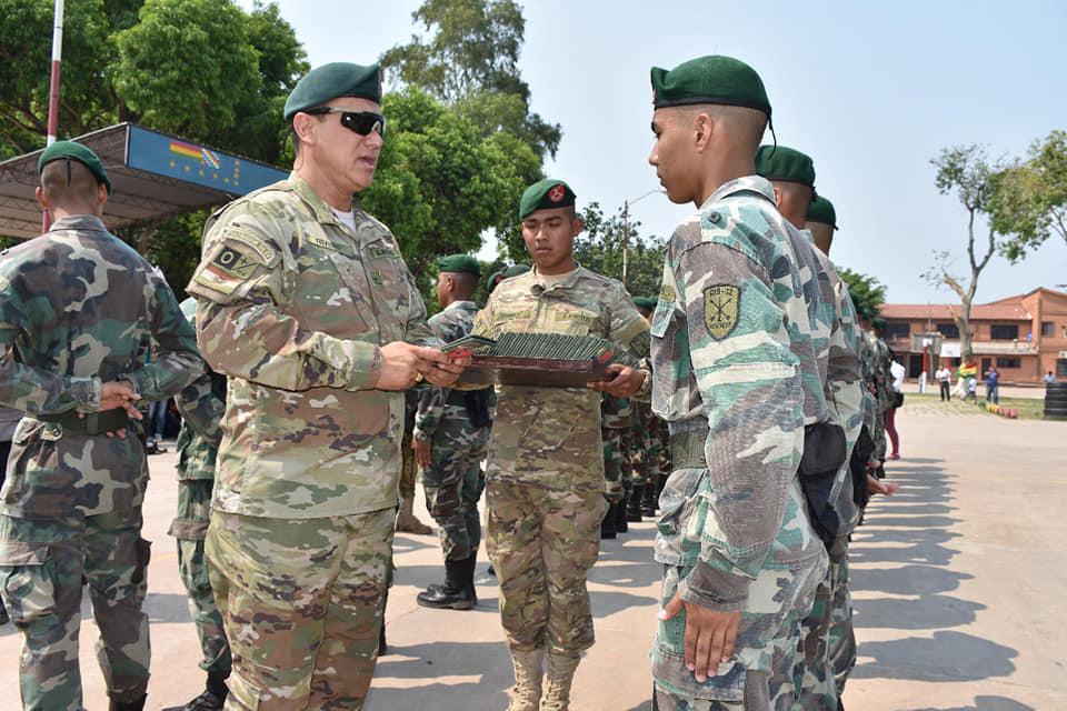 420 jovenes premilitares recibieron hoy su libreta de servicio militar de la gestión 2018-2019.