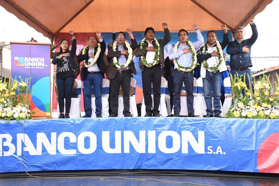 Presidente Evo Morales inauguró edificio de una nueva agencia del banco Unión en Montero.
