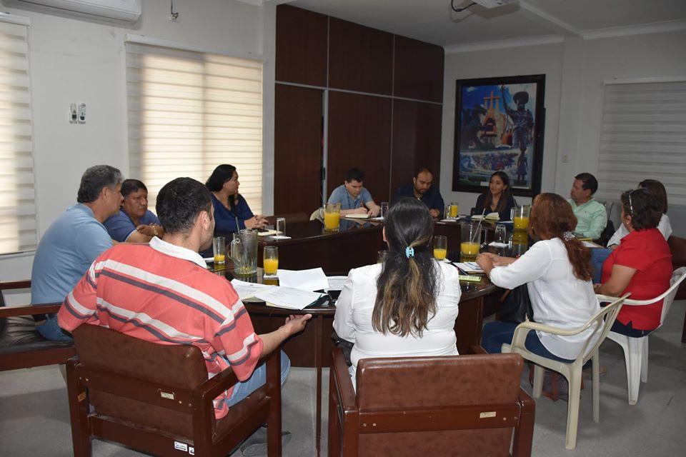 Autoridades se reúnen para ver el equipamiento y el funcionamiento de los hospitales de segundo y tercer nivel en Montero.