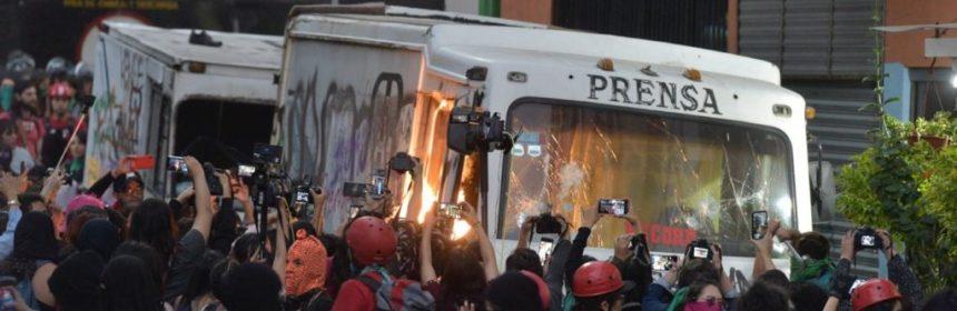 La Prensa 3 e1581731277733 - Mujeres protestan en La Prensa por la publicación de imágenes del cadáver de Ingrid (Videos) - #Noticias